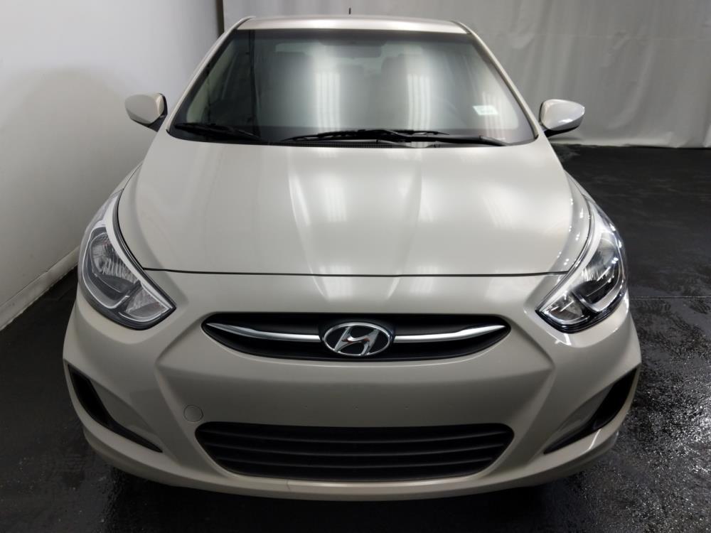 2016 Hyundai Accent SE - 1320013204