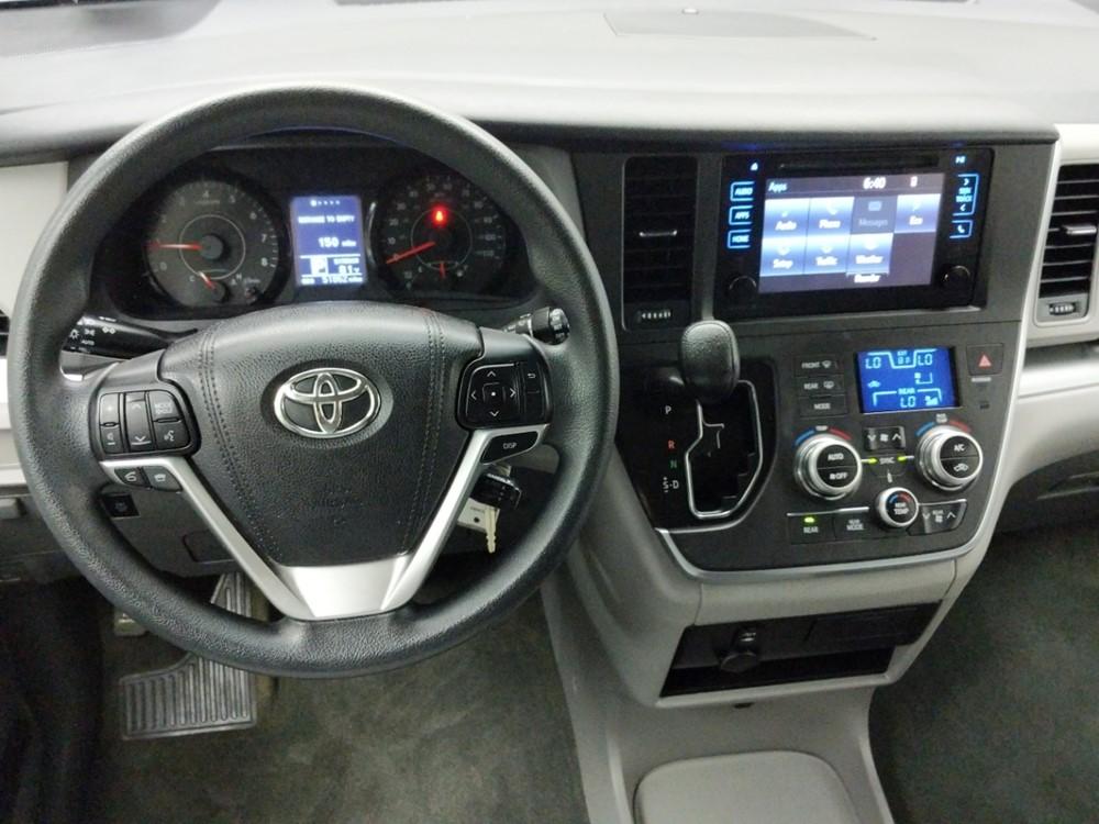 2015 Toyota Sienna LE - 1320014454