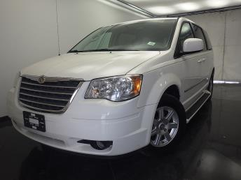 2010 Chrysler Town and Country - 1330031275