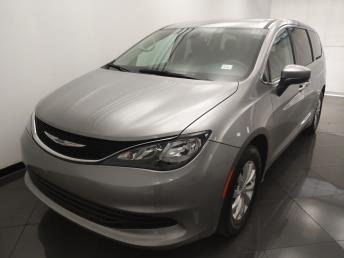 2017 Chrysler Pacifica Touring - 1330037106