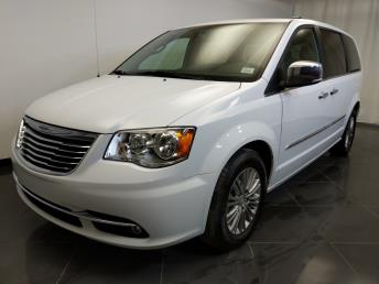 2016 Chrysler Town and Country Touring-L - 1370037585