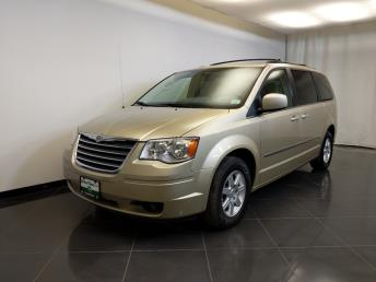 2010 Chrysler Town and Country Touring - 1370038966