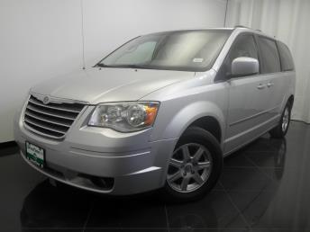 2010 Chrysler Town and Country - 1380027628