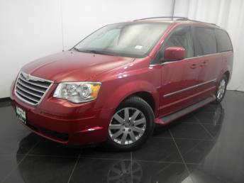 2010 Chrysler Town and Country - 1380031341