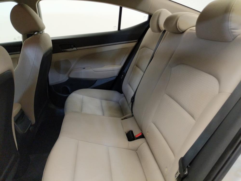 2017 Hyundai Elantra SE - 1380040404