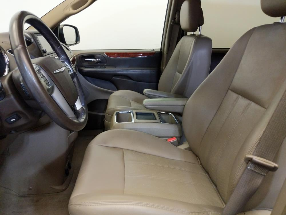 2012 Chrysler Town and Country Touring-L - 1380041356