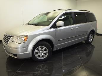 2010 Chrysler Town and Country - 1660009189