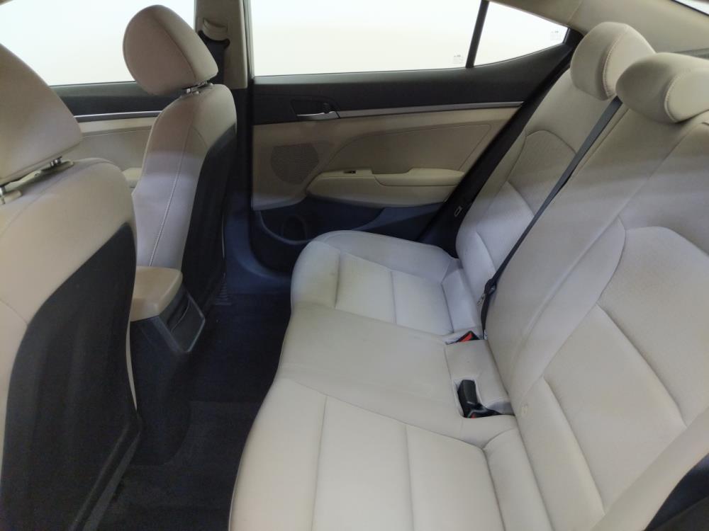 2017 Hyundai Elantra SE - 1660013219
