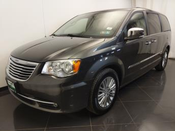 2016 Chrysler Town and Country Touring-L - 1720002755
