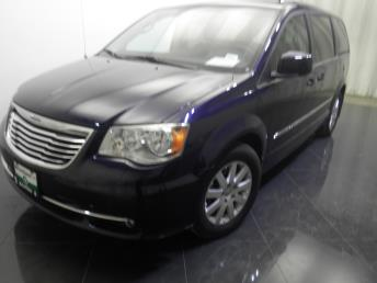 2013 Chrysler Town and Country - 1730021464