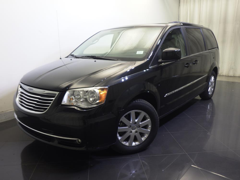 2015 Chrysler Town and Country - 1730029696