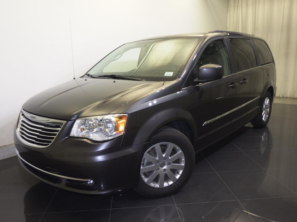2016 Chrysler Town and Country - 1730029800