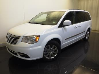 2016 Chrysler Town and Country Touring - 1730030320