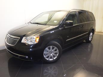 Used 2016 Chrysler Town and Country