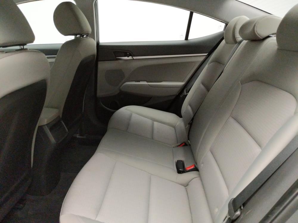 2017 Hyundai Elantra SE - 1740001450