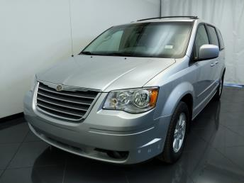 2010 Chrysler Town and Country Touring - 1770007076